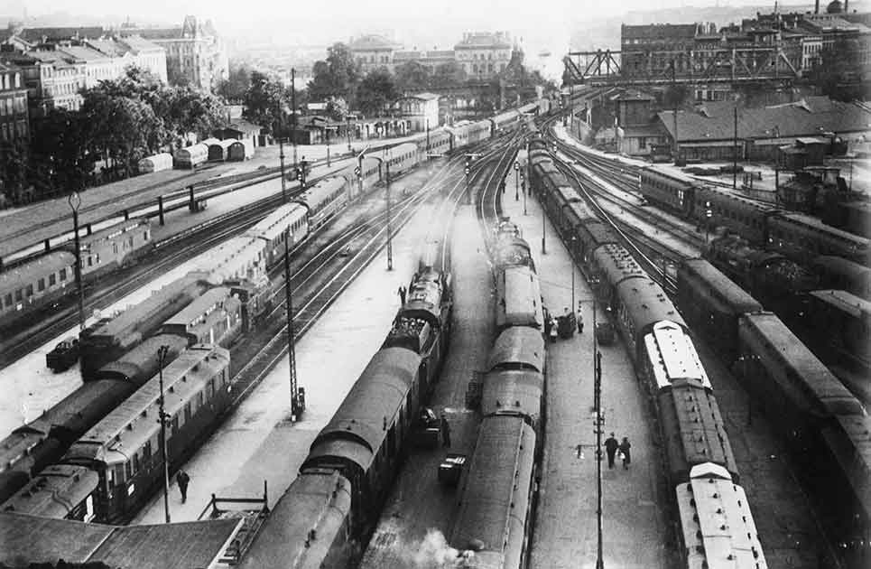 Tracks leading out of Anhalter Bahnhof in Berlin, 1932