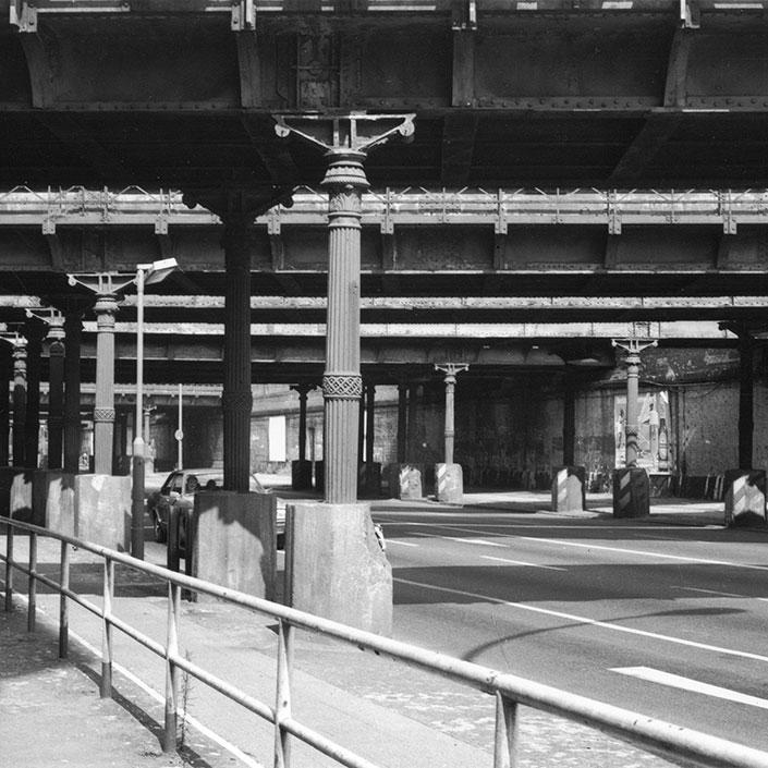 Die Hartungsche Säule kam vielfach beim Berliner Eisenbahnbau zum Einsatz, auch an den Yorckbrücken.